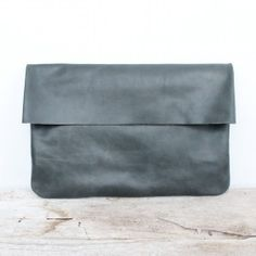 Minimalism at its best – hide the zipper under the flap for a seamless look with maximum security for essentials. The bound clutch in Grey is leather. Designed by Bauxo. Ruby Tuesdays, Beautiful Handbags, Minimalism, Essentials, Heaven, Zipper, Grey, Leather, Accessories