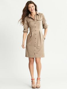 safari dress--have one that& a-line and sleeveless--alter to narrow the skirt and add buttoned cap sleeves? Safari Dress, Safari Shirt, Country Dresses, Western Dresses, Country Outfits, Country Girls, Modest Dresses, Casual Dresses, Celebridades Fashion