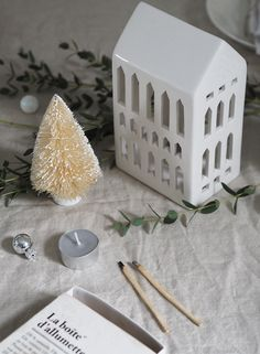Simple, Scandinavian Christmas decorations with Kahler - Christmas tealight houses - cosy Christmas - hygge Christmas Hygge Christmas, Cosy Christmas, Christmas Dining Table, Scandinavian Christmas Decorations, Nordic Lights, Ceramic Workshop, Handmade Table, Christmas Traditions, Tree Decorations