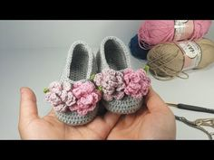 Knitting baby boots free etsy Ideas for 2019 Crochet Baby Cardigan, Crochet Baby Shoes, Newborn Crochet, Crochet Slippers, Baby Patterns, Flower Patterns, Crochet Patterns, Pattern Flower, Crochet For Kids