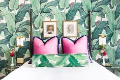 Green wallpaper bedroom leaves tapezieren 25 Awesome Rooms With Colorful Wallpaper Bedroom Color Schemes, Colour Schemes, Bedroom Colors, Bedroom Decor, Bedroom Ideas, Tropical Bedrooms, Coastal Bedrooms, Tropical Wallpaper, Colorful Wallpaper
