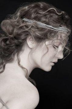 80 peinados de novia: para cabello largo y cabello corto : Foto - enfemenino Wedding Veil, Chic Wedding, Dream Wedding, Wedding Ideas, Glamour, Happily Ever After, Headpiece, Headbands, Marie
