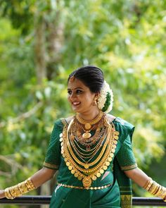Image may contain: 1 person, outdoor - Wedding bride - Weddinghairstyles Kerala Bride, Hindu Bride, South Indian Bride, Marathi Bride, Kerala Wedding Photography, Vintage Wedding Photography, Indian Bridal Fashion, Indian Bridal Wear, Saree Wedding