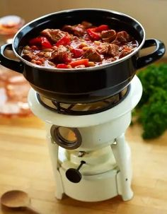 Hungarian goulash - Cooking with Karin Fun Easy Recipes, Easy Meals, Healthy Recipes, Easy Party Food, Party Snacks, Party Party, Goulash Slow Cooker, Beignets, Curry