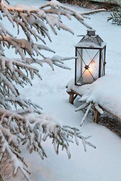 Lampe tempête sous la neige