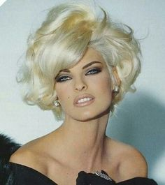 Blonde Hair Color Ideas For Summer Discover Linda Evangelista Linda Evangelista - Born and raised in Canada. One of the top 5 supermodels in the Today she do a lot of charity work. Boxie Cut, Pelo Pixie, Modelos Fashion, Linda Evangelista, Short Blonde, Big Hair, Big Short Hair, Great Hair, Vintage Hairstyles
