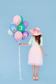 DIY gold horseshoe balloons are a must-make for your Derby party.