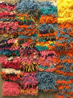 Miniryijyt, ryijypisto, säkkikangas, villalanka Friendship Bracelets, Weaving, School, Crafts, Manualidades, Schools, Knitting, Handmade Crafts, Crocheting
