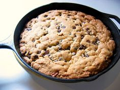 My Messy, Thrilling Life: Cast Iron Skillet Cookies. Just needs a big scoop of vanilla ice cream on top! Cast Iron Skillet Cookie, Skillet Chocolate Chip Cookie, Iron Skillet Recipes, Cast Iron Recipes, Giant Chocolate, Dessert Chocolate, Chocolate Chips, Cookie Recipes, Dessert Recipes
