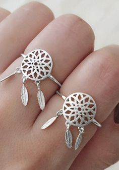 Add a Bohemian flair to your outfit by adding this silver dreamcatcher ring to your ensemble.