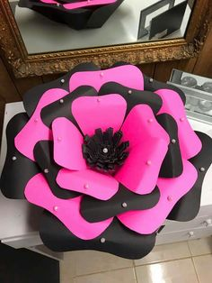 How to Make Large Paper Flowers By Hand or With a Cricut Paper Flowers Craft, Large Paper Flowers, Paper Flower Wall, Paper Flower Backdrop, Giant Paper Flowers, Paper Roses, Flower Crafts, Diy Flowers, Felt Flowers