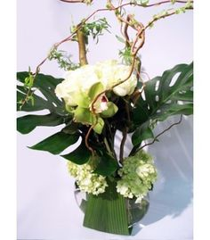 ROSES BLANCHES F6 #florist #pourquoipasfleurs white roses curly willow montera leaves