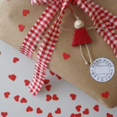 what a simple and seriously adorable gift wrapping style! That little doll tag and its big goofy grin just makes me happy. Wrapping Gift, Creative Gift Wrapping, Christmas Gift Wrapping, Creative Gifts, Wrapping Ideas, Craft Gifts, Diy Gifts, Handmade Gifts, Pretty Packaging