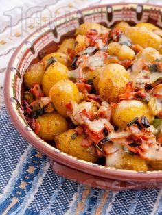 Рецепта за Запечени пресни картофки с шунка и ароматни подправки - начин на приготвяне, калории, хранителни факти, подобни рецепти
