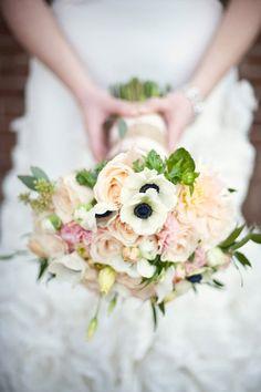 bouquetbowl of cream peony, anemone, ranuncoli, camelie