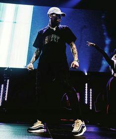 Chris Brown X, Chris Brown Style, Chris Brown Pictures, Sneakers Outfit Men, Trinidad James, Ace Hood, Mrs Carter, Celebrity Dads, Hugh Jackman