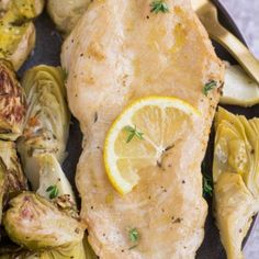 Healthy Lemon Artichoke Chicken - The Clean Eating Couple Chicken Recipes Video, Baked Chicken Recipes, Lemon Artichoke Chicken, Baked Drumsticks, Clean Chicken, Oven Dishes, Clean Eating, Easy Meals, Stuffed Peppers