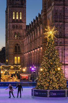 Its Christmas in Old London town just the place to go skating. The skating rink is at the National History Museum in London, England. England swings like a Pendulum do. Camden London, Old London, London City, Winter Wonderland London, Christmas Wonderland, London England Travel, London Travel, London Photography, Winter Photography
