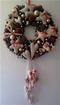 9 Moldes para hacer bonitos adornos navideños en fieltro ~ Mimundomanual Christmas Sewing, Christmas Fabric, Christmas Door, Handmade Christmas, Christmas Time, Christmas Wonderland, Christmas Makes, Xmas Ornaments, Holiday Wreaths
