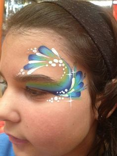 Simple face painting designs are not hard. Many people think that in order to have a great face painting creation, they have to use complex designs, rather then Bodysuit Tattoos, Face Painting Designs, Paint Designs, Pfau Make-up, Mermaid Face Paint, Airbrush Body Paint, Adult Face Painting, Cheek Art, Simple Face