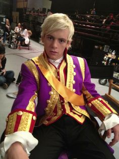 Austin Moon agora, neste momento, está se tornando um verdadeiro príncipe.