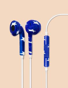The Patriotic Star Printed earbud headphones pays homage to our good ol' red, white and blue. With these playful earbuds we have combine classic americana with function – listen to your favorite song