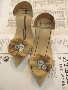 "*Paper Sculpture - ""Pattern Corsage Shoes"" by Jennifer Collier Crafts To Make, Arts And Crafts, Paper Crafts, Geek Crafts, Cardboard Crafts, Jennifer Collier, Paper Shoes, Recycled Books, Art And Craft Design"