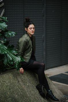 Robe sweat SheIn, bomber kaki, sac Yves Saint Laurent. street style Paris look l'atelier d'al blog mode Lifestyle Paris