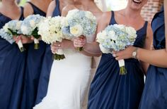 touch of blue in bridesmaids bouquets
