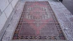 TURKİSH vintage oushak rug  Style : area Province : Oushak Made In : Turkey Foundation : Cotton Pile : 100% Wool Colors : very nice color Size (inches)