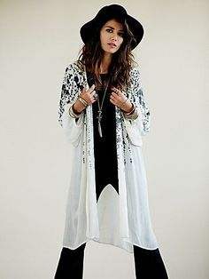 Soft and lightweight long sleeve kimono with floral print detailing and billowy sleeves.