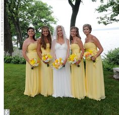 I usually don't like yellow.. but these pale yellow bridesmaids dresses are pretty!!