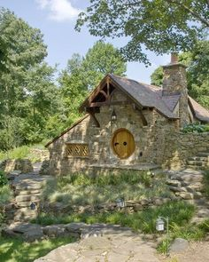 Extremely beautiful must see stone cottage hobbit guest house. Rickety hobbit fencing, interior built to look like J. Tolkien hobbit house and more. Exterior Tradicional, Casa Dos Hobbits, Cottage Design, House Design, Door Design, Rustic Exterior, Exterior Design, Cottage Exterior, Rustic Entry