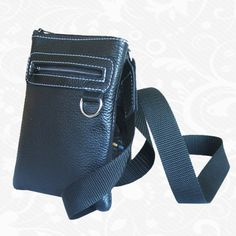 Kožené tašky (etuje) cez rameno sú modernou a obľúbenou alternatívou k batohom do školy a do práce. Prepracované materiály s nastaviteľným popruhom pre pohodlné nosenie v meste. Veľký úložný priestor je doplnený o vrecká na kľúče, mobil a drobnosti.  Každá taška (etuje) na rameno je navrhnutá s jedinečným dámskym, pánskym i športovým dizajnom.  http://www.kozene.sk/produkt/kozena-etuja-c-8598/