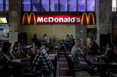 La multinacional detalló que de forma gradual retirará de sus menús la carne de pollos criados con antibióticos que se utilizan también en medicina hu