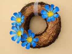 Tvoření od IVETULE: Kytičky z plata od vajec Rubrics, Grapevine Wreath, Grape Vines, Hanukkah, Wreaths, Projects, Blog, Home Decor, Vases