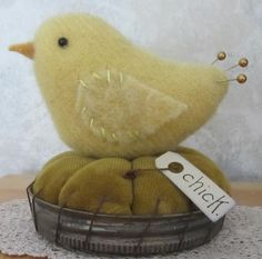 PRIMITIVE WOOL VELVET BABY CHICK BIRD CANNING JAR LID MAKE DO PIN CUSHION PFATT