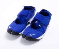 """Nike Air Rift MTR """"Hyper Blue"""" Nike Air Rift, Kicks Shoes, Balenciaga, Baby Shoes, Sneakers, Blue, Fashion, Tennis, Moda"""