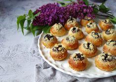 Jako od babičky: Kynuté svatební koláčky krok za krokem   Vaření.cz Sweet Bar, Lemon Bars, Ravioli, Muffin, Cooking Recipes, Treats, Breakfast, Food, Design