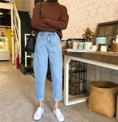 To School Outfit jeans Comfy Jean Outfits Bequeme Jean-Outfits Look Fashion, 90s Fashion, Korean Fashion, Fashion Outfits, Womens Fashion, Fashion Fall, Earthy Fashion, Fashion Design, Fashion Trends