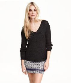 Long-sleeved, V-neck sweater in a loose, ribbon-yarn knit with a gently rounded hem.