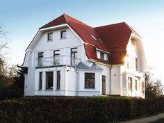 Stilgerechte Holzbau-, Dach- und Abdichtungsarbeiten sowie Bauklempnerei. Das Ergebnis ist ein schönes Haus. Quanter & Colberg GmbH in Hamburg (22337)   Dachdecker.com
