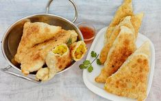 Samosa cu legume Samosas, Empanadas, Unt, Street Food, Curry, Ethnic Recipes, Gourmet, Curries, Empanada