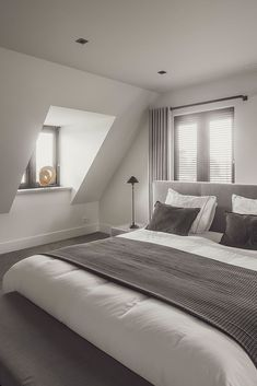 😙 Explore Unique Loft Tiny Bedroom Inspiration That Will Give You Extra Floor Space 🔑 Small Room Decor, Small Room Bedroom, Dream Bedroom, Home Bedroom, Master Bedroom, Bedroom Decor, Small Bedrooms, Loft Room, Couple Bedroom