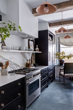 A Monochrome New York Apartment with Parisian Charm - The Nordroom Apartment Kitchen, Home Decor Kitchen, Kitchen Interior, York Apartment, Manhattan Apartment, Kitchen Decorations, Decorating Kitchen, Interior Walls, Living Room Remodel