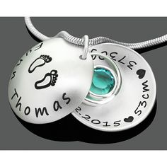 Eine wunderschöne 925 Sterling silber Kette mit Ihrer Wunschgravur. In dem 925 Sterling Silber Medaillon hängt ein 925 Sterling Silber Taufring und ein Swarovski Geburtsstein. Der Anhänger ist  ca. 2 cm groß.Exklusive Geschenkidee zur Geburt, besondere Geburtskette von GALWANI.