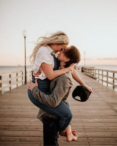 40 super Ideas for travel quotes love couples engagement photos Cute Couples Goals, Couples In Love, Romantic Couples, Couple Posing, Couple Shoot, Engagement Couple, Engagement Pictures, Love Couple, Couple Goals