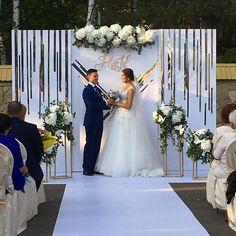 55 Super Ideas For Decor Wedding Stage Ceremony Backdrop Wedding Stage Decorations, Wedding Ceremony Backdrop, Decor Wedding, Glamorous Wedding, Dream Wedding, Trendy Wedding, Making A Wedding Dress, Winter Bride, Princess Wedding Dresses