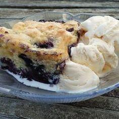 Yummy Blueberry Cobbler Blueberry Cobbler Recipes, Blueberry Desserts, Blueberry Sorbet, Fruit Cobbler, Light Desserts, Summer Desserts, Cake Recipes, Dessert Recipes, Sweets Recipe