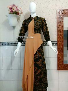 Modest Fashion Hijab, Abaya Fashion, Fashion Dresses, Blouse Batik, Batik Dress, Batik Muslim, Dress Batik Kombinasi, Hijab Dress Party, Designs For Dresses